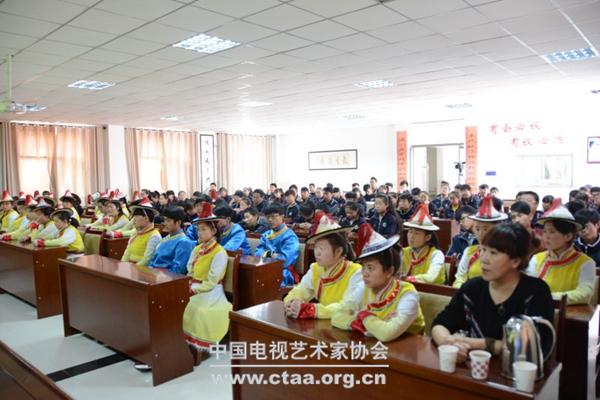 """2016(肃南裕固族自治县""""影视小屋""""开展摄影培训活动)"""